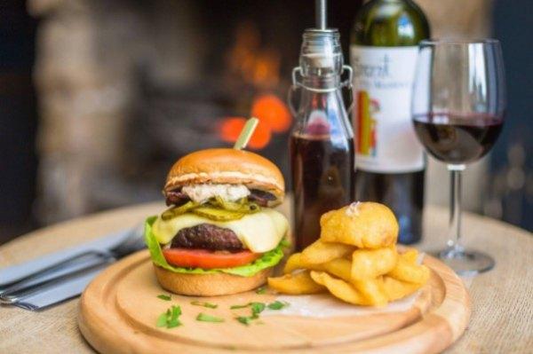 The-Red-Pump-Inn_burger